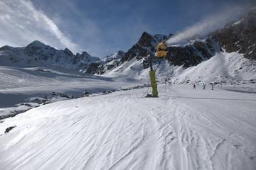 Cañon de nieve en la estación de esqui de Ordino-Arcalís