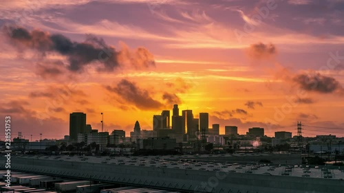Fotobehang Epic storm clouds passing moving above city of Los Angeles at sunset, zoom in on downtown skyline. 4K UHD timelapse.