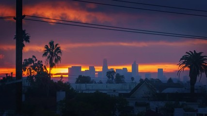 Fototapete - Sunrise above city of Los Angeles, zoom in on downtown skyline. 4K UHD timelapse.