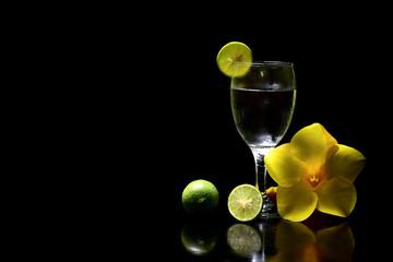 cocktail fres  lime background black
