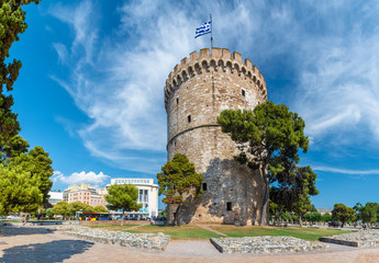 Wall Mural - White tower of Thessaloniki, coastal city in Greece