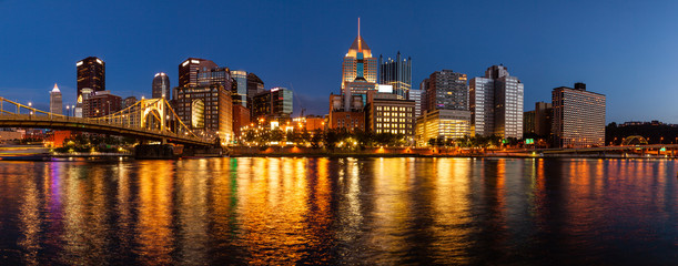 Pittsburgh skyline and the Allegheny River