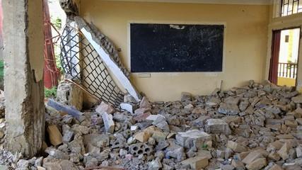 Destruction of schools due to the war in Yemen 02