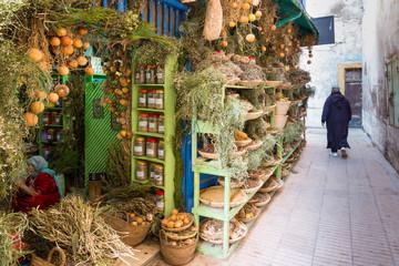 Marktstand in der Altstadt von Essaouira in Marokko