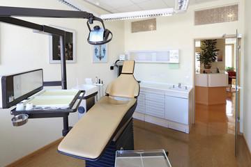 Zahnarztstuhl in Zahnarztpraxis