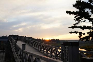 夕焼けと鶴の舞橋