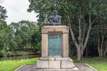 山鹿素行銅像