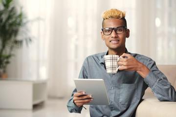 Stylish man drinking coffee