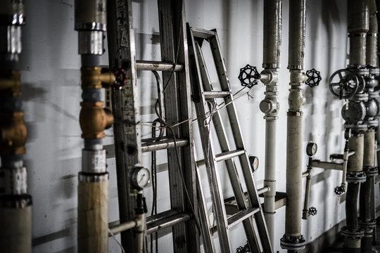 工場の配管のイメージ
