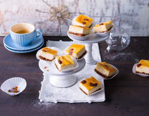 Cheese cake petit fours with raisins