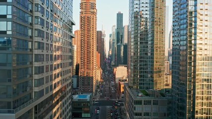 Fotomurales - Aerial drone footage of New York skyline along 42nd street canyon, with upward camera motion