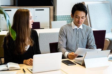男性と女性のオフィスイメージ