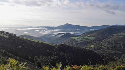 Pyrenäen kurz nach dem Anstieg von Saint-Jean-Pied-de-Port, Der Beginn des Jakobsweges in Frankreich