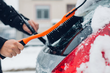 Cleaning snow from car