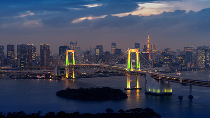 Fototapete - View of Tokyo cityscape and Rainbow bridge at night in Japan.