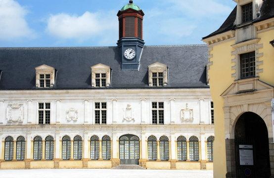 Ville de Laval, le Château neuf, département de la Mayenne, France