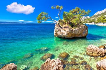 Poster Cote Idyllic islet on Punta Rata beach in Brela