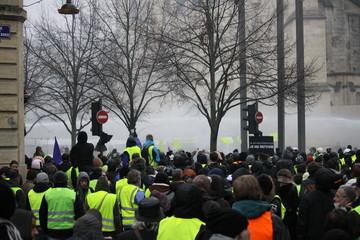 photos de la manifestation gilets jaunes de bordeaux centre ville le 15 decembre 2018 entre 16h et 18h