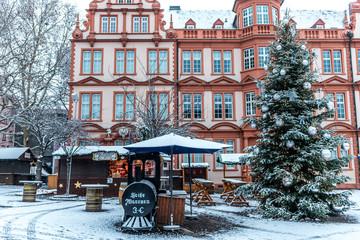 Mainzer Weihnachtsmarkt im Schnee