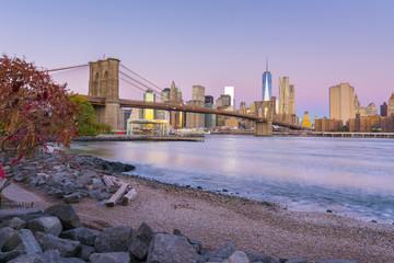 USA, New York, Manhattan, Brooklyn Bridge over East River, Lower Manhattan skyline, including Freedom Tower of World Trade Center
