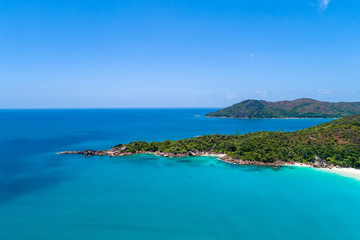Foto auf AluDibond Neuseeland Aerial view of beautiful island at Seychelles in the Indian Ocean. Top view from drone