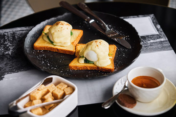 Poached Egg on Toast with Spinach and Hollandaise Sauce