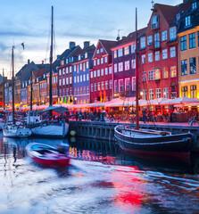 Papiers peints Ville sur l eau People Nyhavn harbor embankment, Sopenhagen
