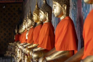 Budas dorados rezando, Bangkok