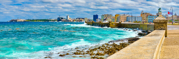 Spoed Fotobehang Havana The Havana skyline and the iconic Malecon seawall with a stormy ocean