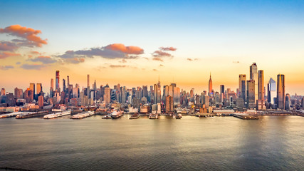 Fototapete - Aerial panorama of midtown Manhattan skyscrapers on a sunny afternoon