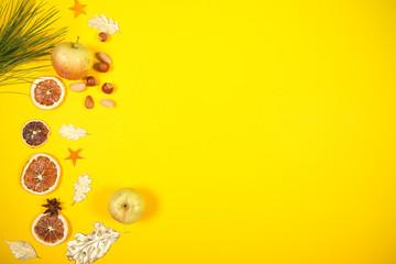 натуральные продукты и специи лежат ярком жёлтом фоне