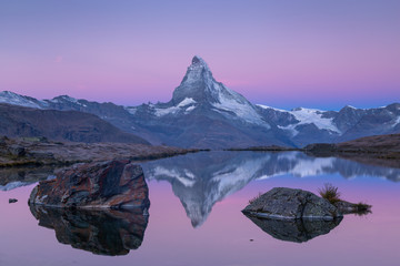 Fotomurales - The famous Matterhorn reflected in the Stellisee during dawn. Zermatt, Switzerland.