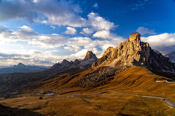 Fototapete - Scenic view of majestic Dolomites mountains in Italian Alps. Landscape shot at the Passo di Giau, in the the Italian Dolomites, during autumn time.