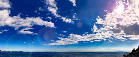 水平線と爽やかな青空