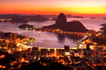 Fototapete - Rio de Janeiro just before Sunrise, City Lights, and Sugarloaf Mountain