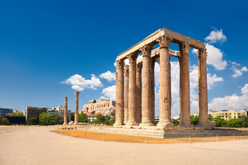 Fototapete - Temple of Zeus with Acropolis on the background in Athens, Greece
