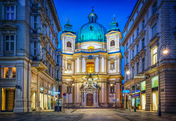 Ingelijste posters Wenen Peters Church on Petersplatz. Vienna, Austria. Evening view..