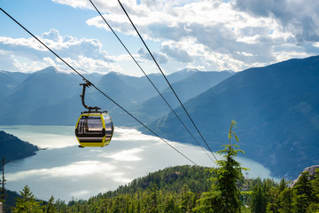 Photo sur Aluminium Gondoles View of an Empty Cable Car with a Majestic Coastal Mountains in Background on a Sunny Summer Late Afternoon