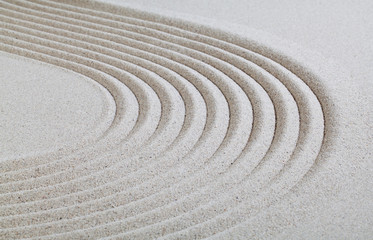ligne courbe dans le sable blanc