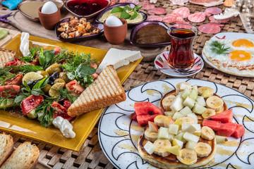 Spreading breakfast, Omlet ve Pankek.