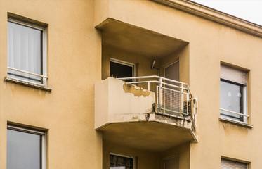 Pfusch am Bau Bauschaden Balkon am Neubau mit Wasserschaden - Structural damage to balcony on new building with water damage