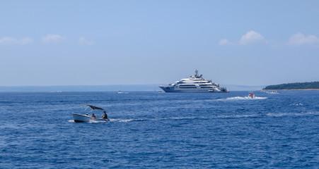 Fototapete - Superyacht Ocean Victory