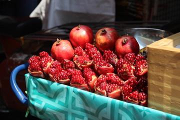 Frische Granatäpfel auf Markt in Bangkok Thailand