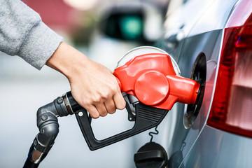 ガソリンのセルフスタンド風景