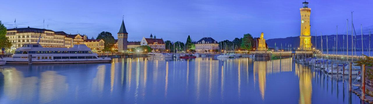 Lindau Bodensee Hafen Panorama beleuchtet
