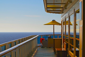 Blick in die Ferne von Kreuzfahrtschiff