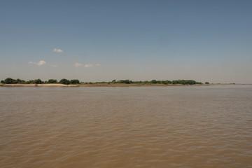 Costa de un río en Myanmar