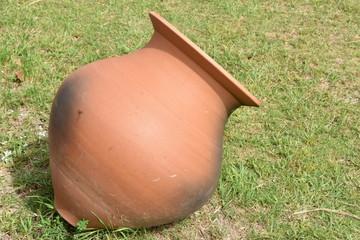 古代の水甕のレプリカ