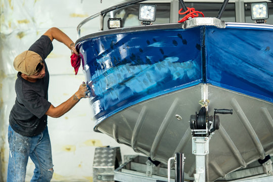 Aluminum boat painting procedure at service center