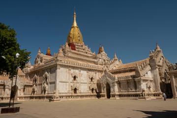 Vista del Templo de Ananda en el parque arqueológico de Bagan. Myanmar